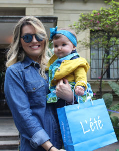 Pamela Ewbank com sua filhinha de oito meses Olivia.